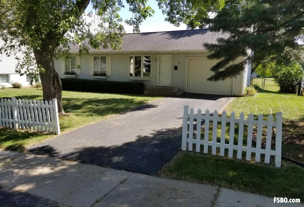 127 West Post Rd Sw Cedar Rapids Ia 52404 3 Bedroom 1 5 Bathroom